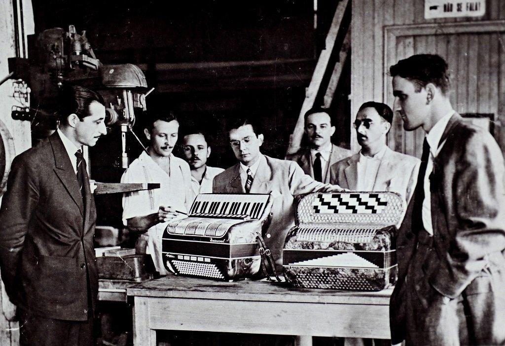 1949: Brazilian artist Pedro Raymundo (to your left) visits the Universal accordion factory